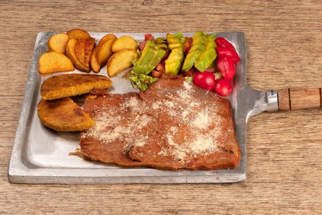 Sobrebarriga Comida Tipica Santandereana - Mano Restaurante